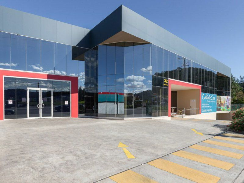 GROUND FLOOR OFFICE/ SHOWROOM ON CENTRAL COAST HWY!