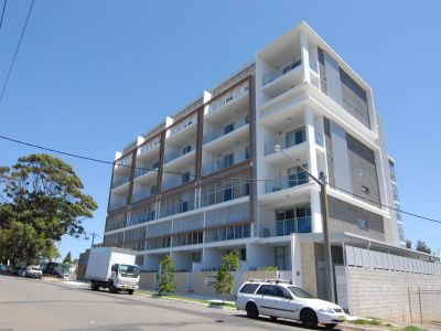 This convenience plus 3 bedroom apartment available now !!