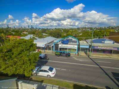 10 Minutes from CBD, Great Exposure, Views!