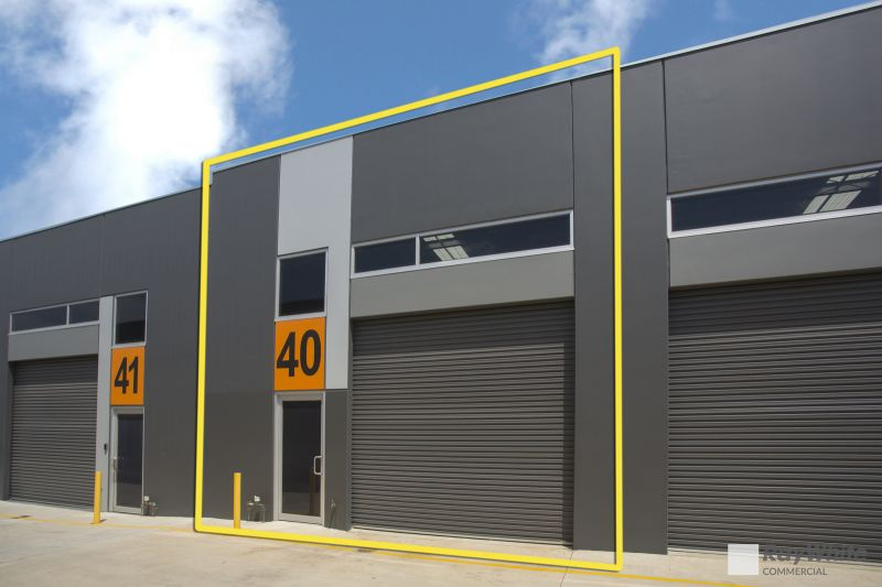 LIKE-NEW WAREHOUSE / OFFICE IN THE HEART OF OAKLEIGH