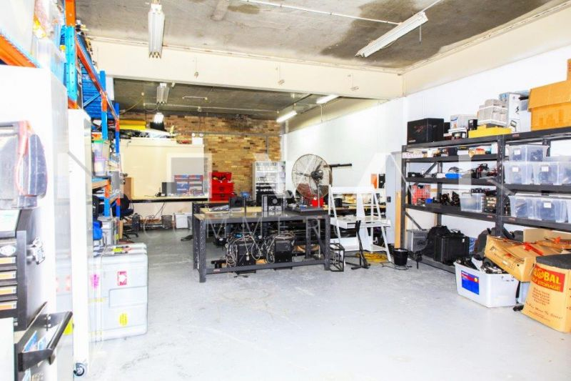 AWESOME COMMERCIAL SPACE IN BROOKVALE