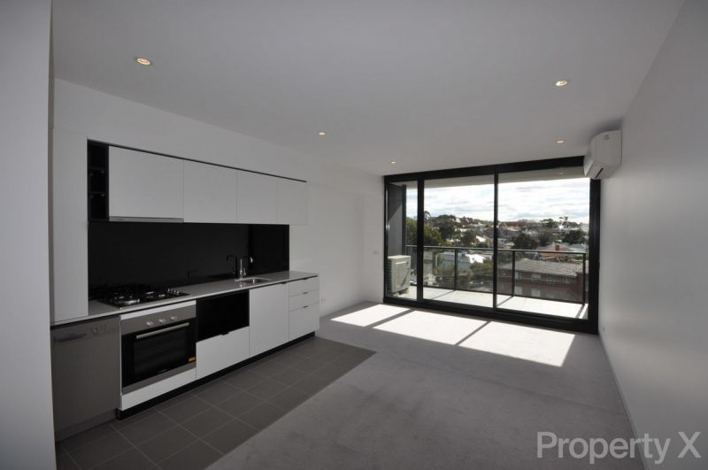One Bedroom with Separate Study Space & Carpark!