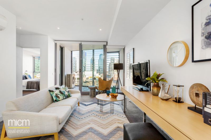 Northbank Place: Stunning Water Views in Contemporary Comfort