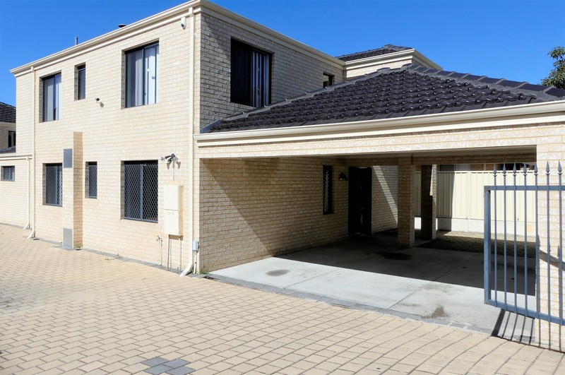 LARGE 6 BEDROOM 4 BATH FAMILY HOME