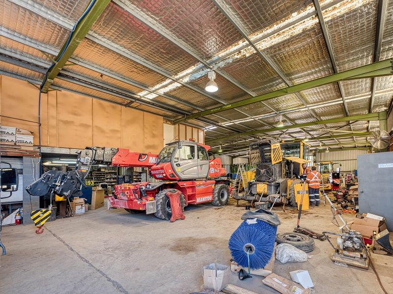 Freestanding Warehouse and Yard Opportunity