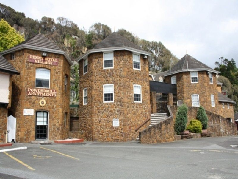 Penny Royal Hotel and Apartments
