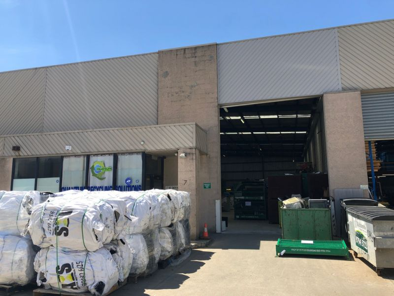 CONTAINER HEIGHT WAREHOUSE MINUTES FROM DANDENONG CENTRAL