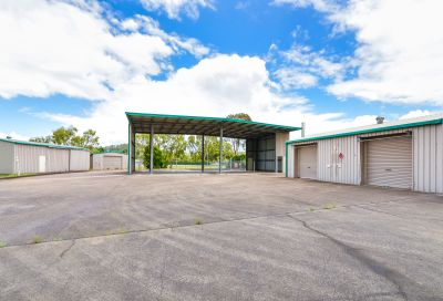 LARGE INDUSTRIAL SITE WITH DIRECT ACCESS TO M1   BLI BLI