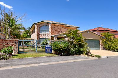 Great Family Home - Superior Runaway Bay Location
