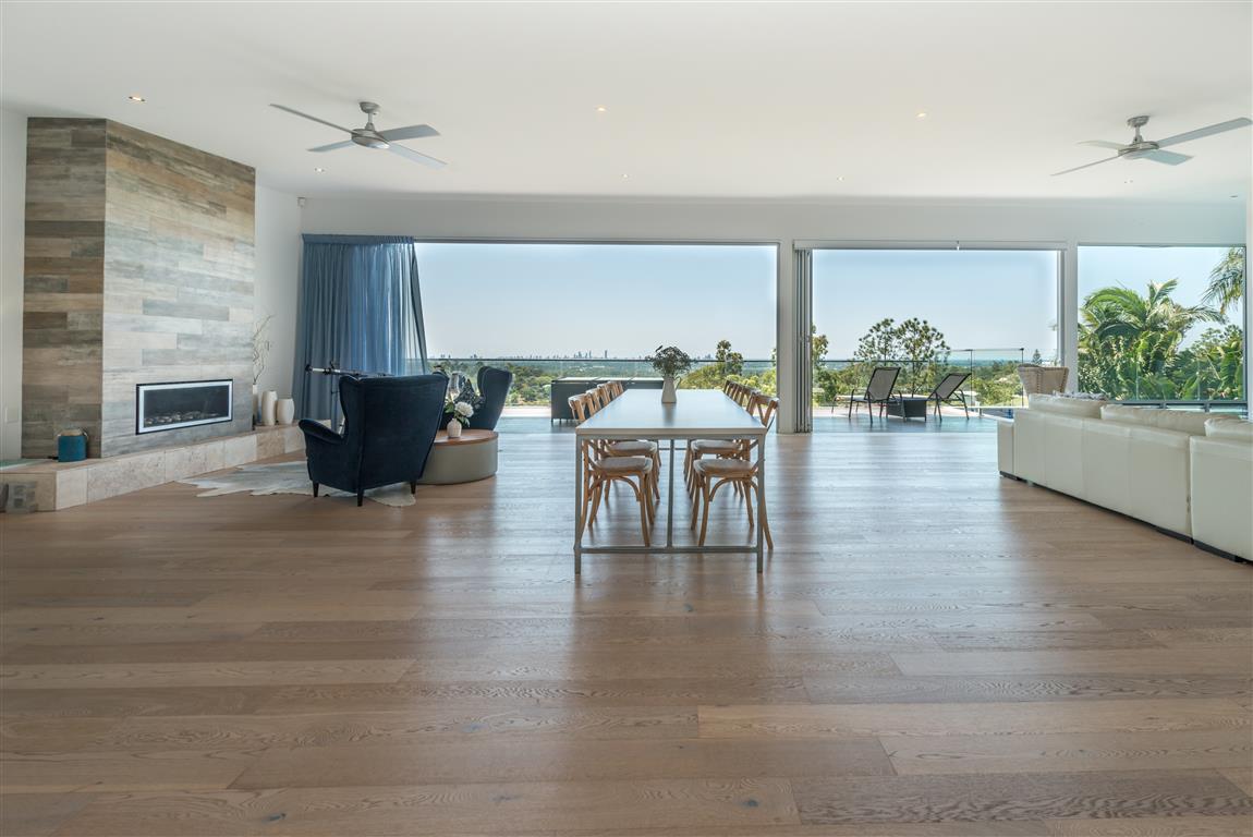 Spectacular Hillside Living with Stunning Horizon Edge Views