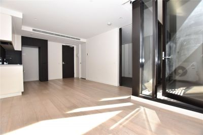 Modern and Chic One Bedroom Apartment in A Fantastic South Yarra Location!
