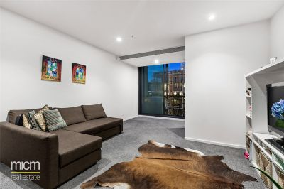 Brilliantly Positioned One Bedroom Apartment with Captivating Park Views!