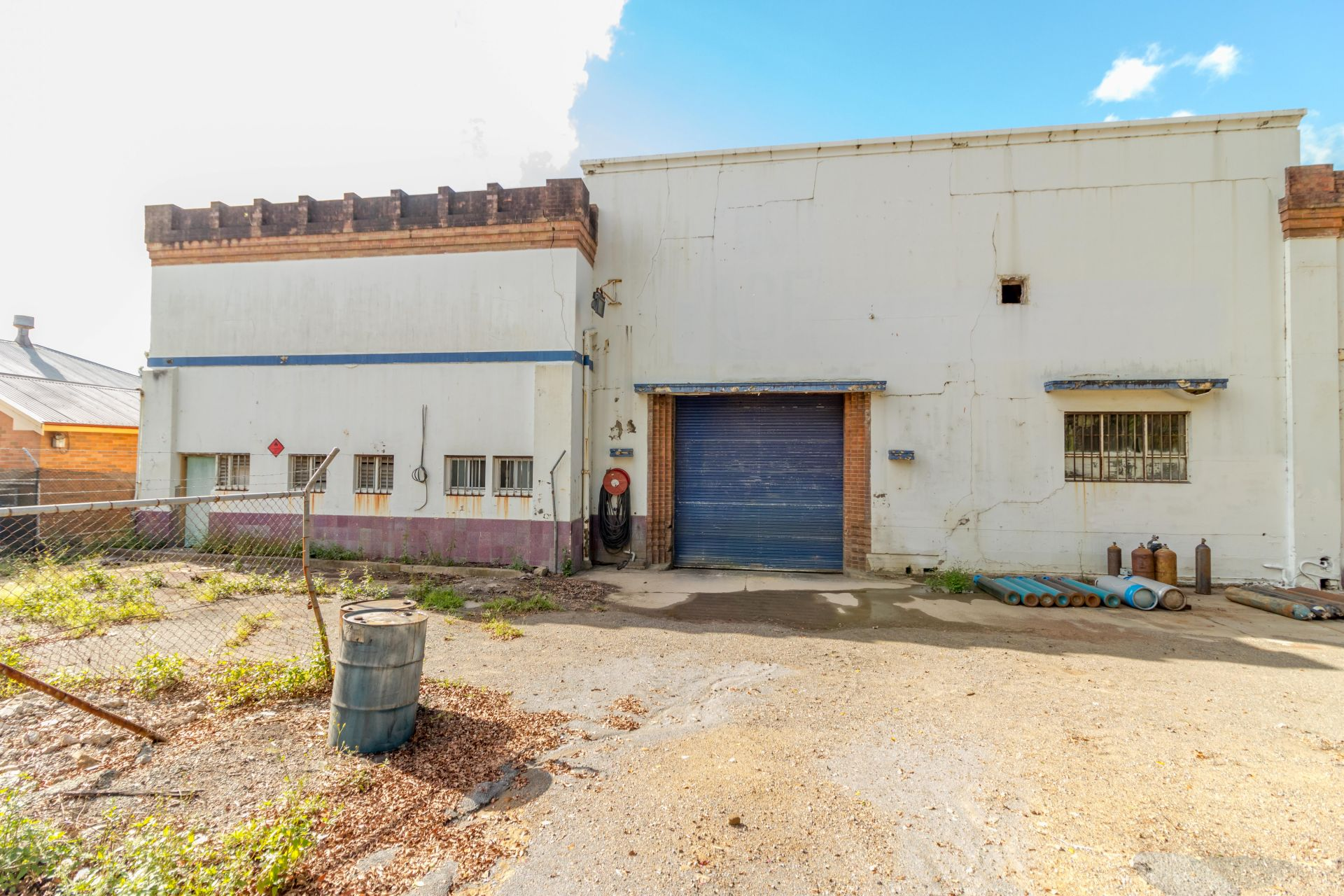 Large Workshop with River Frontage