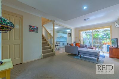 SPACIOUS MODERN TOWNHOUSE IN PRIME LOCATION!!
