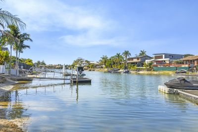 PRICE REDUCED LARGE 832m2 BLOCK WITH SOLID WATERFRONT HOME- Main River Inlet