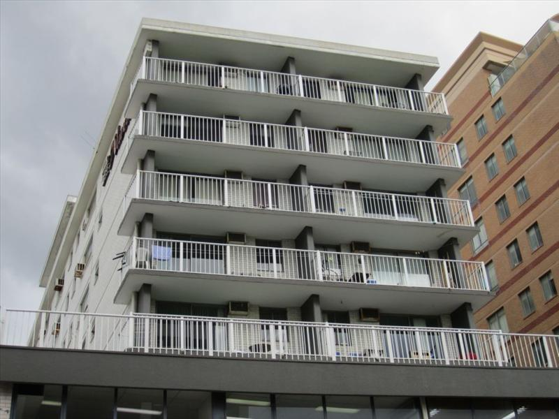 SPACIOUS MODERN STUDIO RIGHT IN THE HEART OF BONDI JUNCTION!