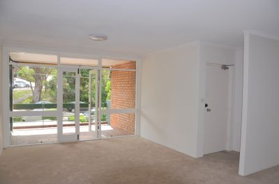 Spacious 3 Bedrooms Apartment in Convenient Location!