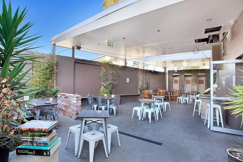 Sensational Corner: Food Use with Courtyard