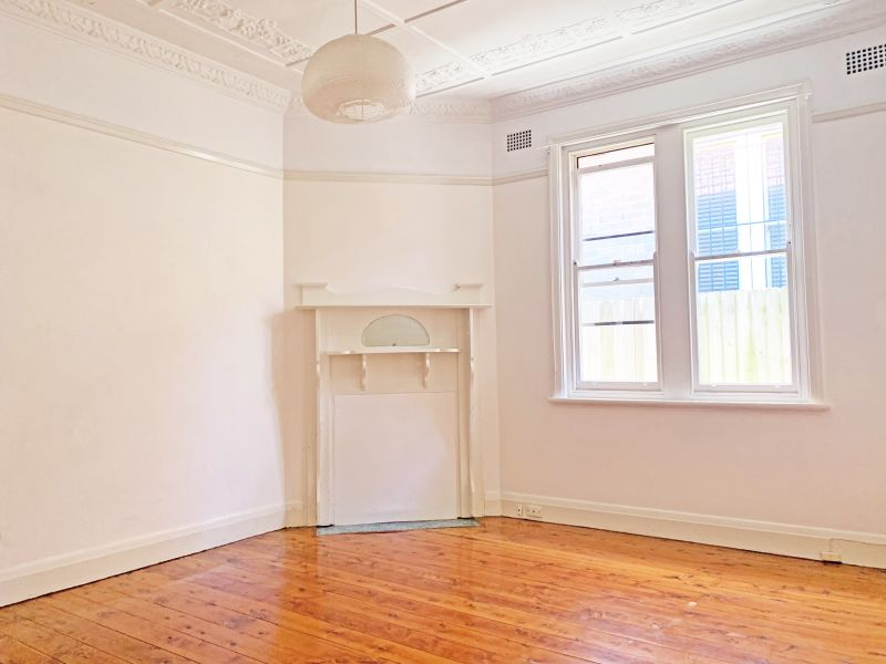 Beautiful Art-Deco semi with high ceilings and wooden floorboards throughout!