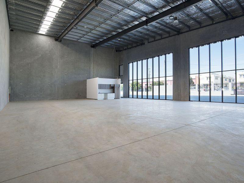 BRAND NEW CORPORATE SHOWROOM / WAREHOUSE - 379M2*