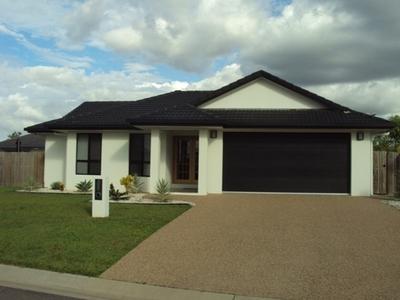 Large Family Home with Pool in Kalynda Chase!