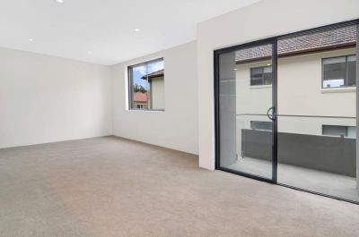 Ultra-Modern 2 Bedroom Designer Unit in the Heart of Bondi with Views !