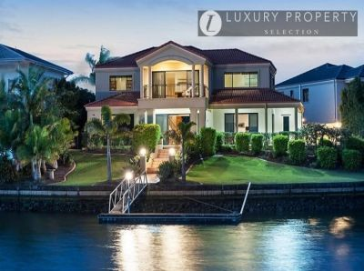 Extensive waterfront family living in Hope Island Resort  Gracemere Estate