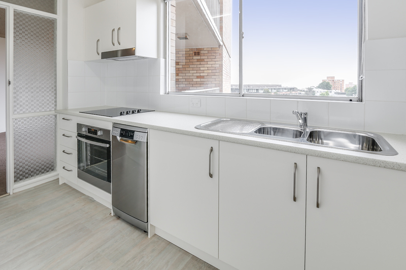 RENOVATED 1 BEDROOM APARTMENT, SECURITY PARKING