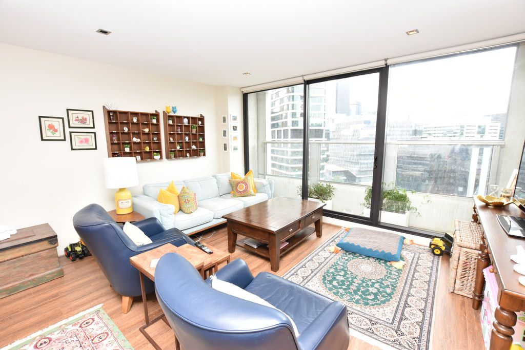 Victoria Point 1: Enjoy the Stunning Views of Docklands!