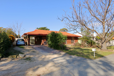 Great first home, investment or develop!