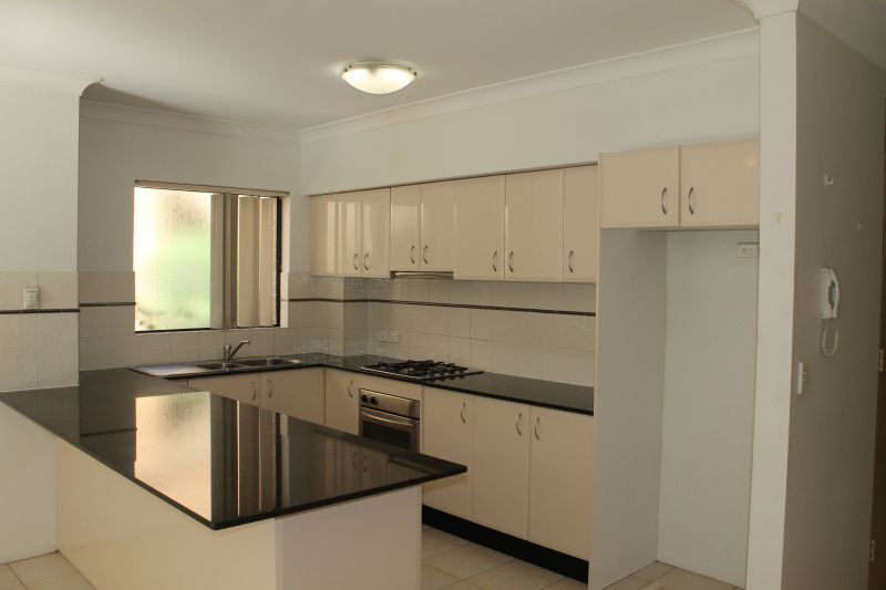 LARGE 2 BEDROOM UNIT IN GREAT BUILDING AND LOCATION || 3 WEEKS RENT FREE
