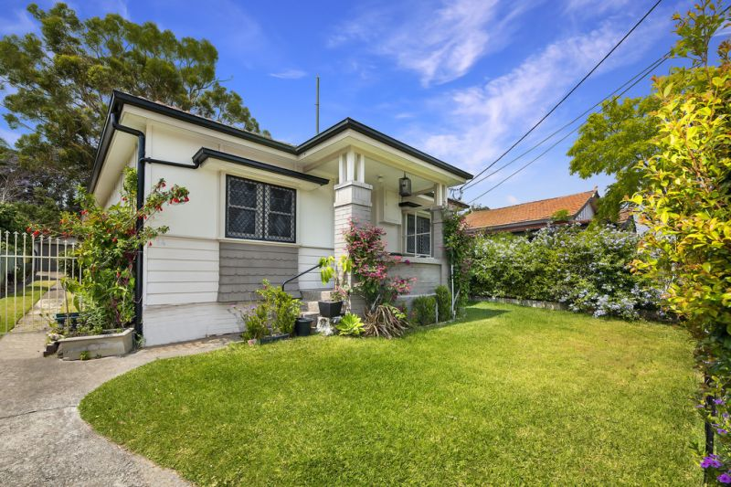 Renovated Home on Enormous Block of Over 800SQM