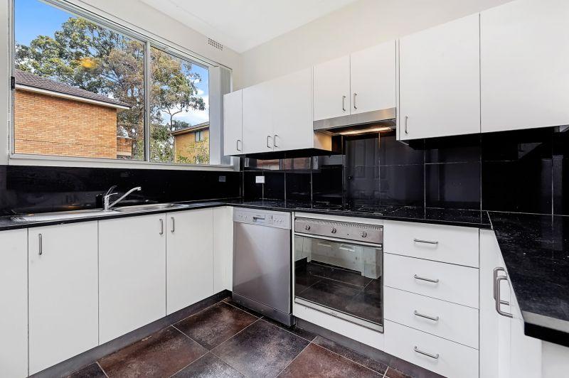 Updated 2 bedroom apartment walking distance to Westfield