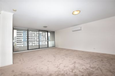 The Metro: Fantastic Three Bedroom Apartment Close to Everything!
