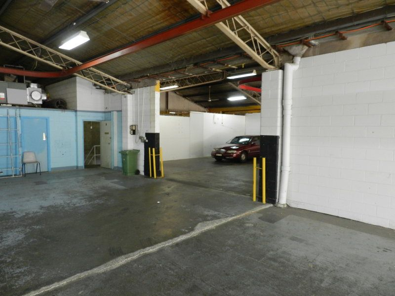 FREESTANDING WAREHOUSE FOR SALE