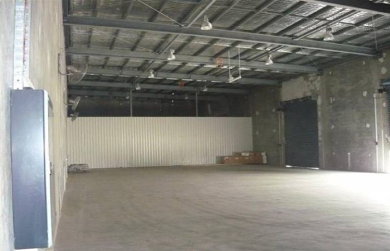 Clean high clearance warehouse for lease