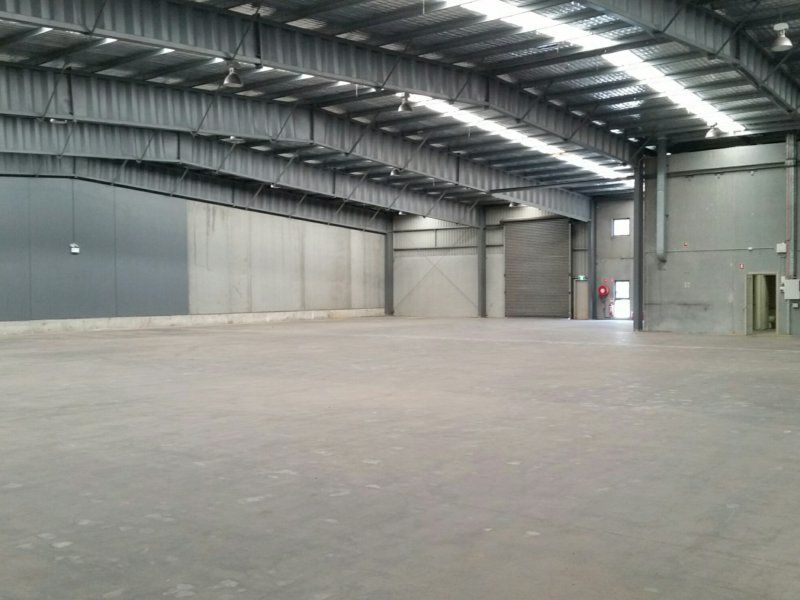 High clearance warehouse with parking