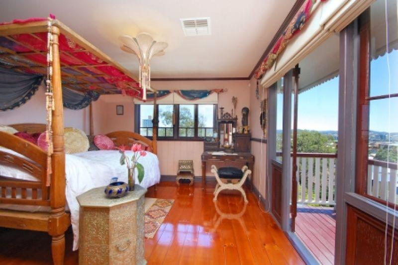 144 Dornoch Terrace, Highgate Hill, QLD