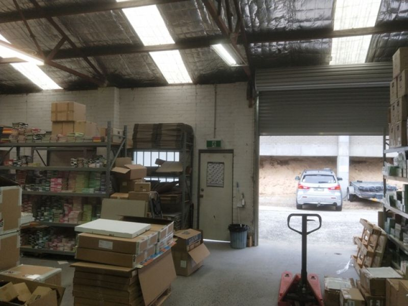 IDEAL INDUSTRIAL PREMISES IN CONVENIENT LOCATION