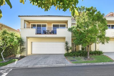BIG BEAUTIFUL TOWNHOME- ROBINA IS THE DESTINATION !!!
