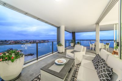 Owner Purchased Elsewhere - Luxury Sub-Penthouse in The Pod' Rarely Available