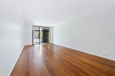 SOLD: Spacious contemporary apartment/3 levels/ 4.5 km to CBD