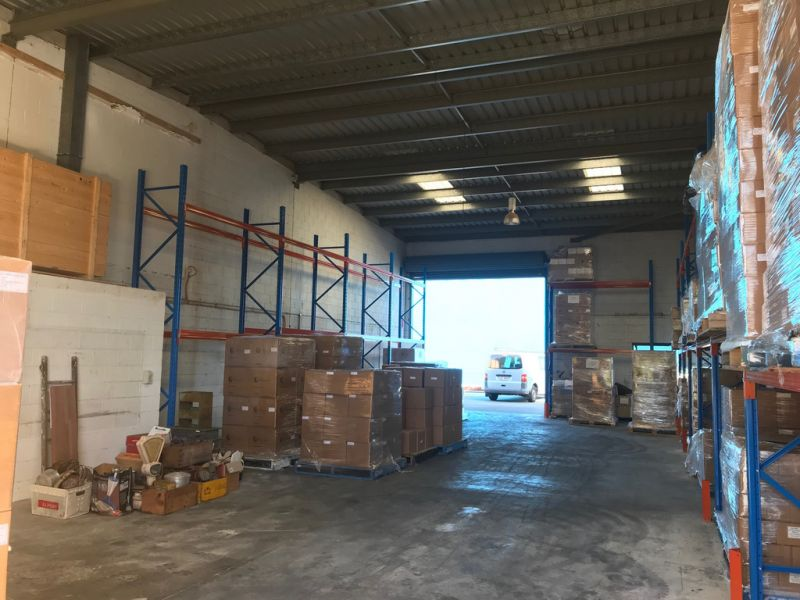 196SQM WAREHOUSE/FACTORY WITH DRIVE THROUGH ACCESS