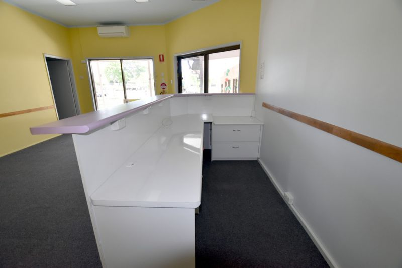 :: FITTED OFFICE IN HIGH PROFILE SHOPPING CENTRE, 20KM WEST OF GLADSTONE*  (19 IMAGES)