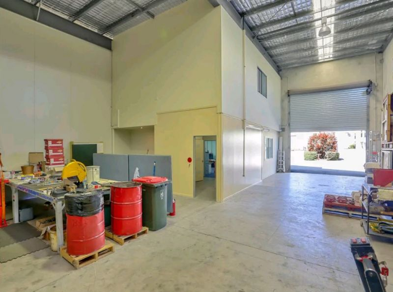 Price Slashed - Modern Acacia Ridge Unit – Owner Must Sell!!!