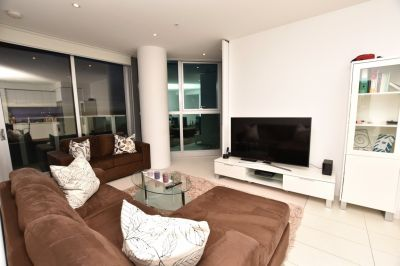 The Quays: Furnished Inner City Sophistication!