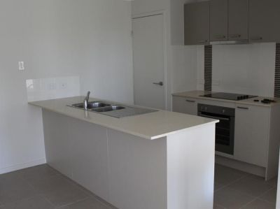 Beautiful 3 Bedroom Duplex In Glenvale