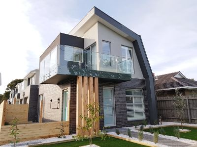 ARCHITECTURALLY DESIGNED TWO BEDROOM TOWNHOUSE