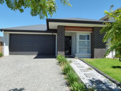 PERFECT LOCATION IN STUNNING SOUTH RIPLEY!!
