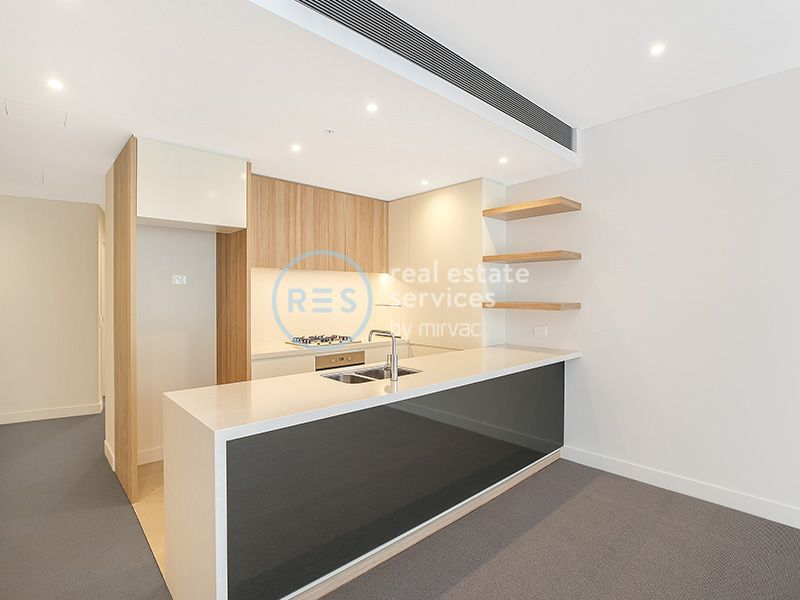 Stylish 2-Bedroom Apartment with Courtyard + Parking in Harold Park